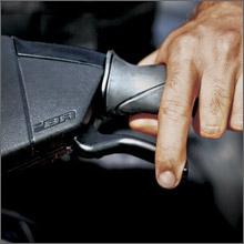 iBR(Intelligent Brake and Reverse)システムで安定した操縦を実現